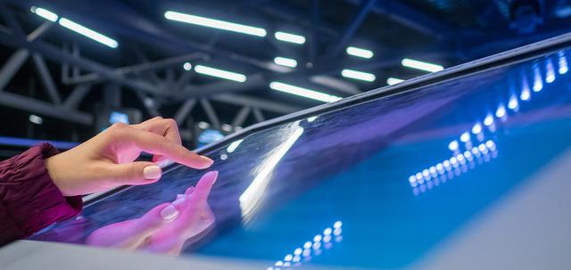Hand bedient großen Multimedia-Bildschirm