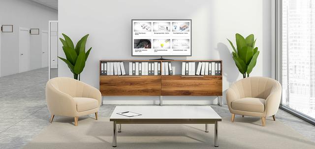 Raum für Besucher in weiß und braun mit TV